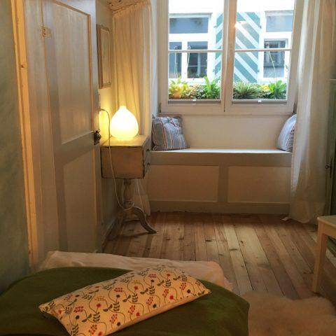 Zum-Grauen-Wolf-In-der-Grub-19-Ferienwohnung-Etage1-2Zimmer-Lindenschanze-Schlafzimmer3