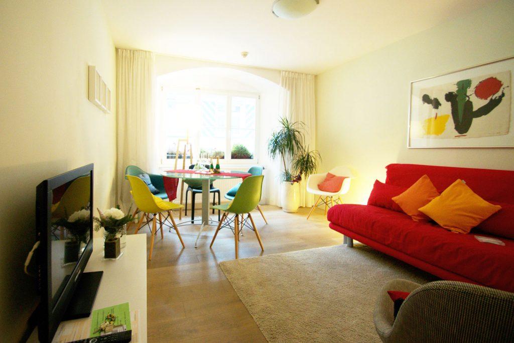 Zum-Grauen-Wolf-In-der-Grub-19-Ferienwohnung-Etage2-3Zimmer-Sternschanze-Wohnzimmer2
