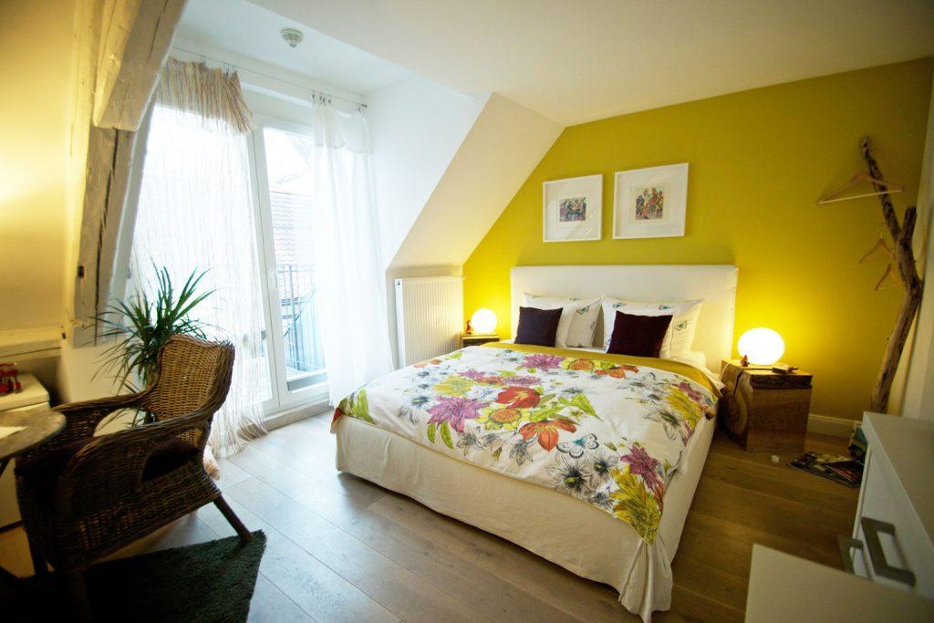 Zum-Grauen-Wolf-In-der-Grub-19-Ferienwohnung-Etage3-1Zimmer-Roemerschanze-Bett