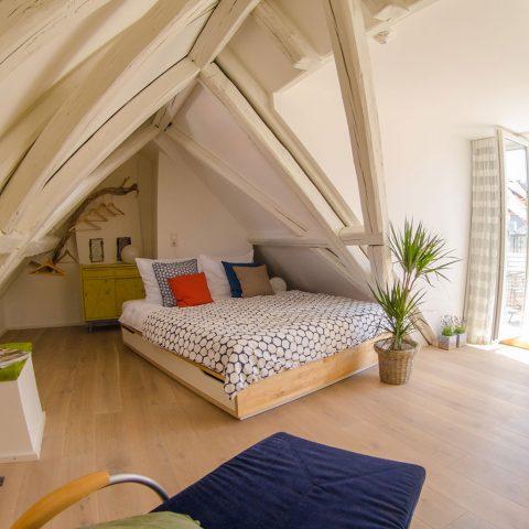 Zum-Grauen-Wolf-In-der-Grub-19-Ferienwohnung-Etage3-2Zimmer-Gerberschanze-Schlafzimmer3