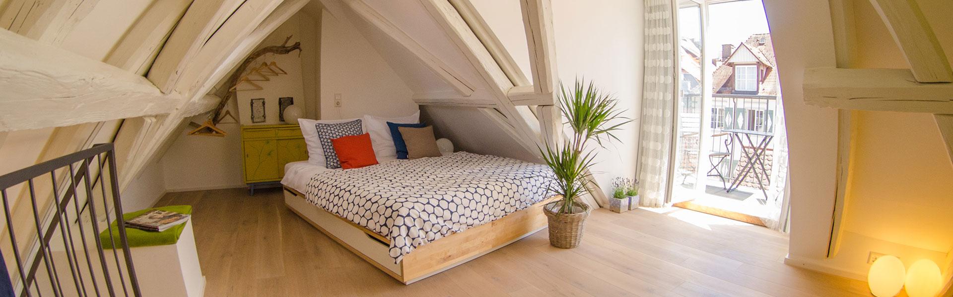 Zum-Grauen-Wolf-In-der-Grub-19-Ferienwohnung-Etage3-2Zimmer-Gerberschanze-Schlafzimmer3-Header