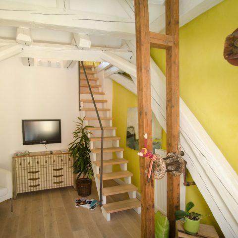 Zum-Grauen-Wolf-In-der-Grub-19-Ferienwohnung-Etage3-2Zimmer-Gerberschanze-Wohnzimmer3