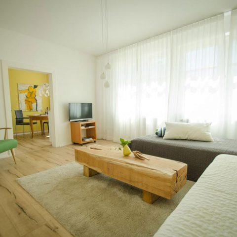 Zum-Grauen-Wolf-Pfeiffergaessle-4-Ferienwohnung-Etage1-3Zimmer-Maximilianschanze-Wohnzimmer1